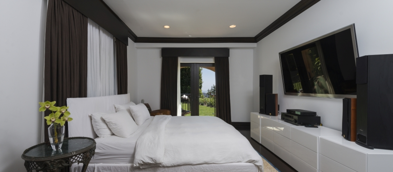 Malibu-Luxury-Real-Estate-Malibu-Poolside-Malibu-Mediterranean-Estate-15