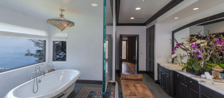 Malibu-Luxury-Real-Estate-Malibu-Poolside-Malibu-Mediterranean-Estate-25