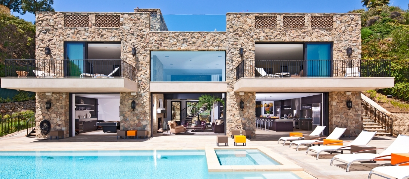 Malibu-Oceanfront-Real-Estate-Malibu-Beach-front-real-estate-Malibu-Beach-House-Malibu-Encinal-Bluffs-Malibu-Real-Estate-32852-Pacific-Coast-Hwy-2